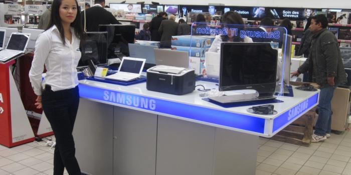 Présentoir SAMSUNG à Carrefour