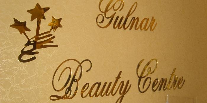 Lettre Plexiglas doré découpe laser fixation murale