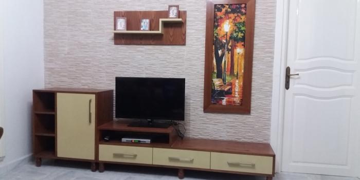 Élément Télé avec Tableau décoratif .
